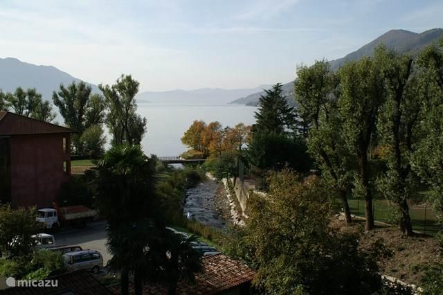 Uitzicht vanuit het appartement over Lago Maggiore