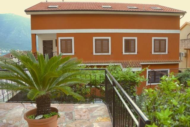 Vacation rental Montenegro – apartment The Orange House