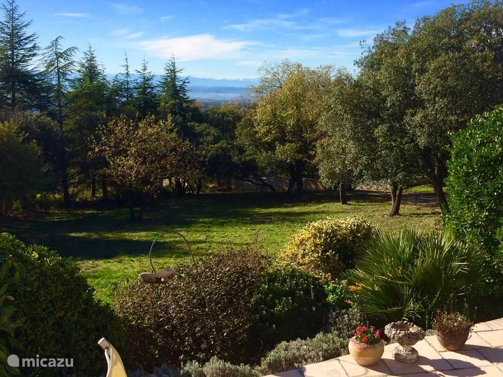 Uitzicht op de Pyreneëen van af het terras aan de voorzijde