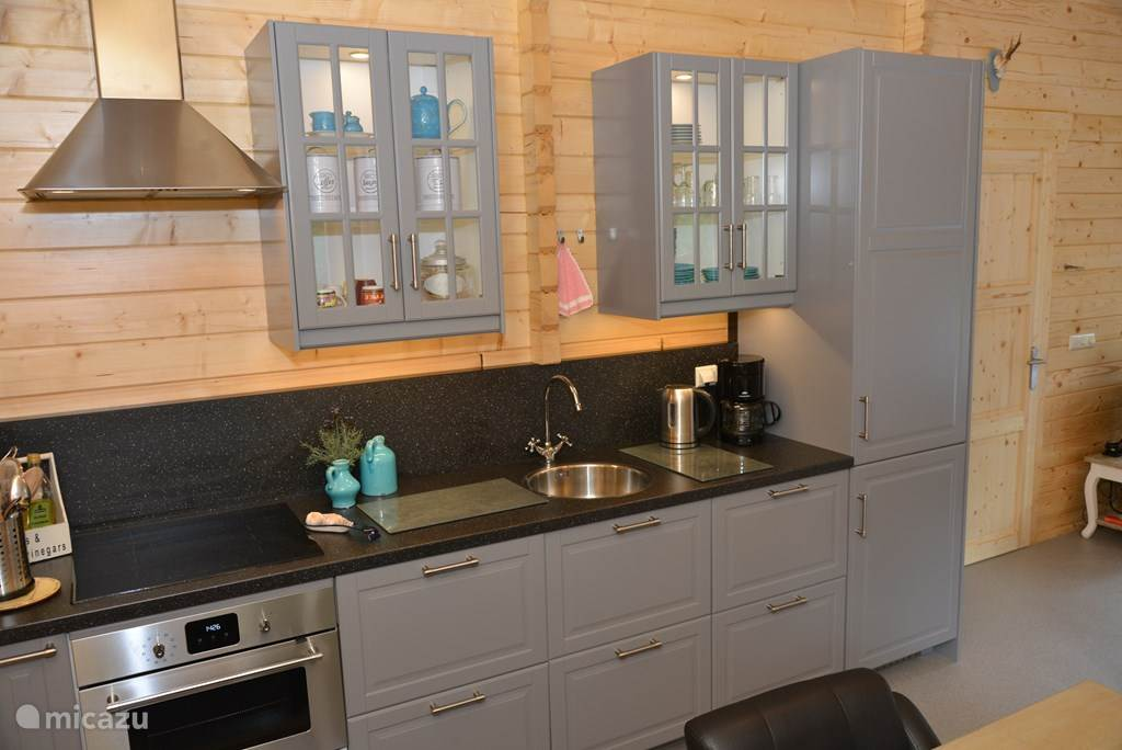 keuken met alle apparatuur