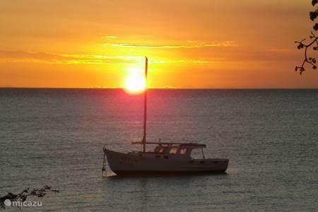 Zonsondergang bij Waterfront Terrace, Boca Sami/St Michielsbaai