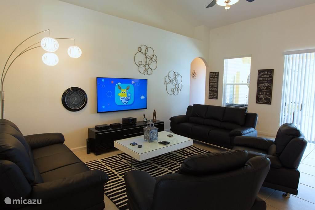 Living met groot flatscreen TV, Blu Ray speler en Bose Soundsysteem