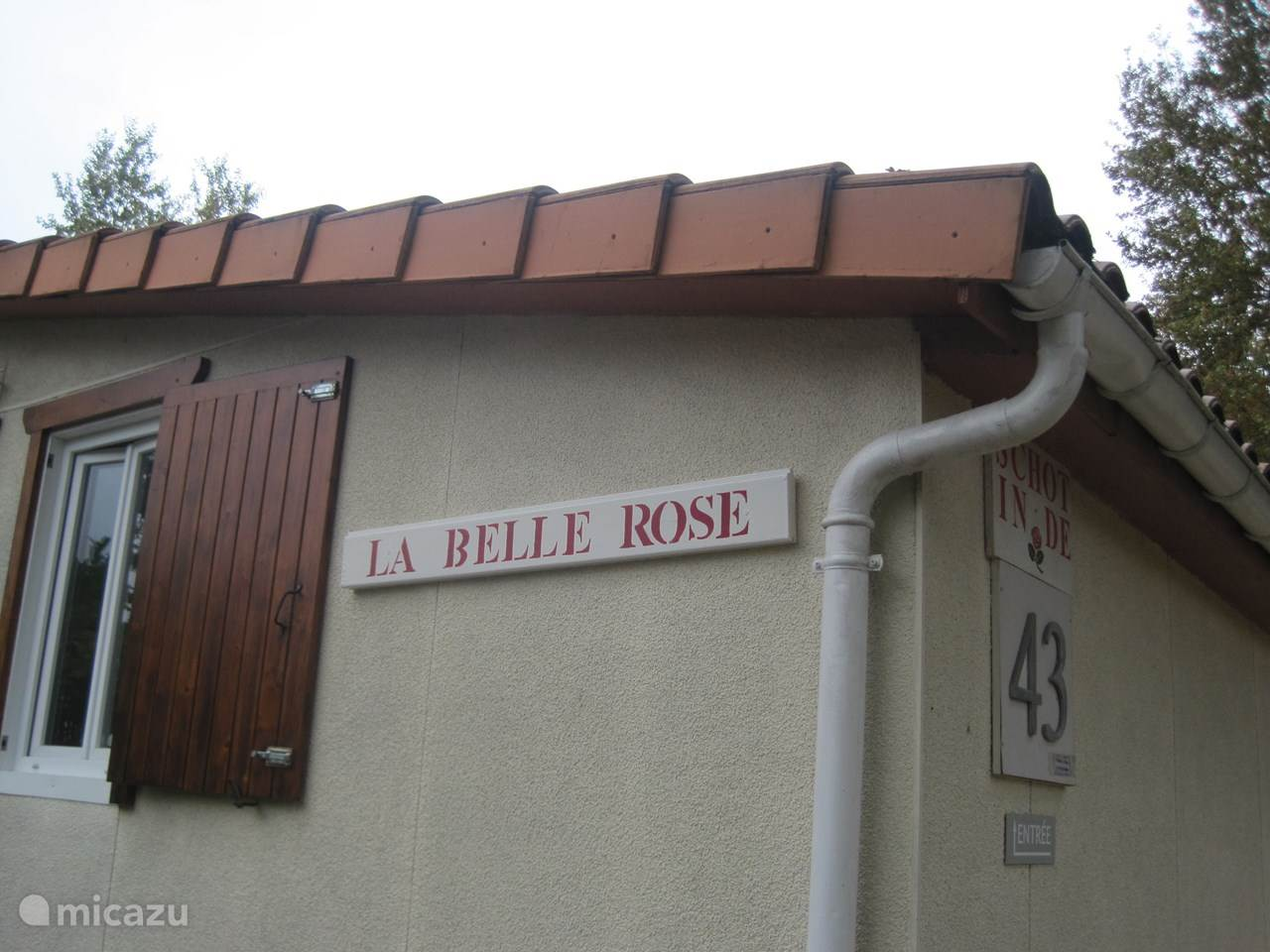 La Maison De Rose Brossac house shot in the rose 43 on le chat in Écuras - charente - france