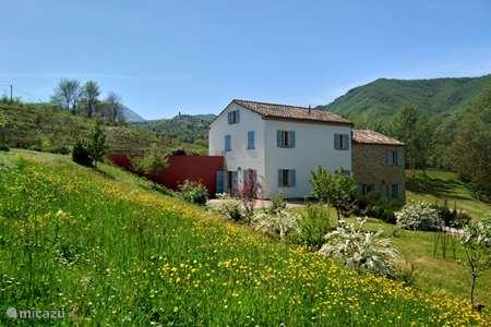 Vakantiehuis Italië, Marche, Poggio San Vicino appartement Mulino Bianco - Primavera