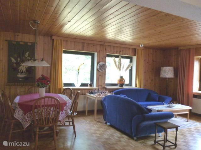woonkamer met schaaktafel