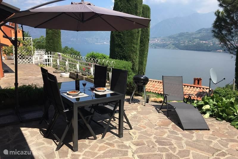 Vakantiehuis Italië, Italiaanse Meren, Tavernola Bergamasca Vakantiehuis Casa Iseo - Uitzicht op Iseomeer