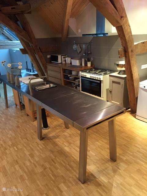 De keuken met een heerlijk groot werkblad