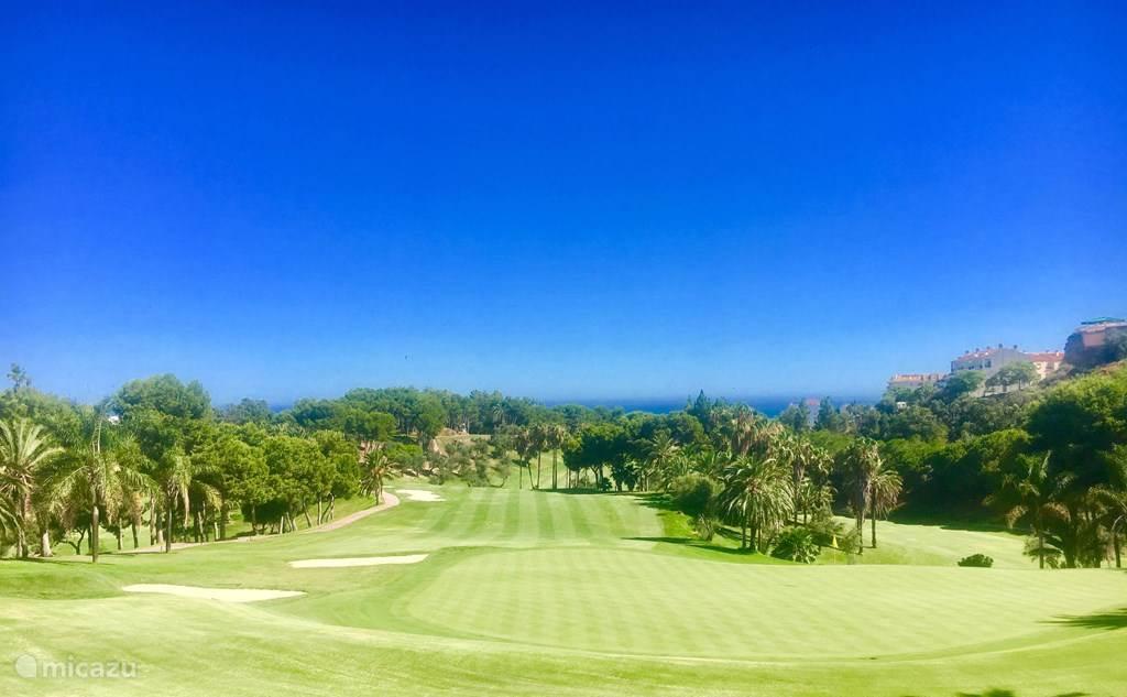 golfbaan Torrequebrada direkt tegenover het appartement