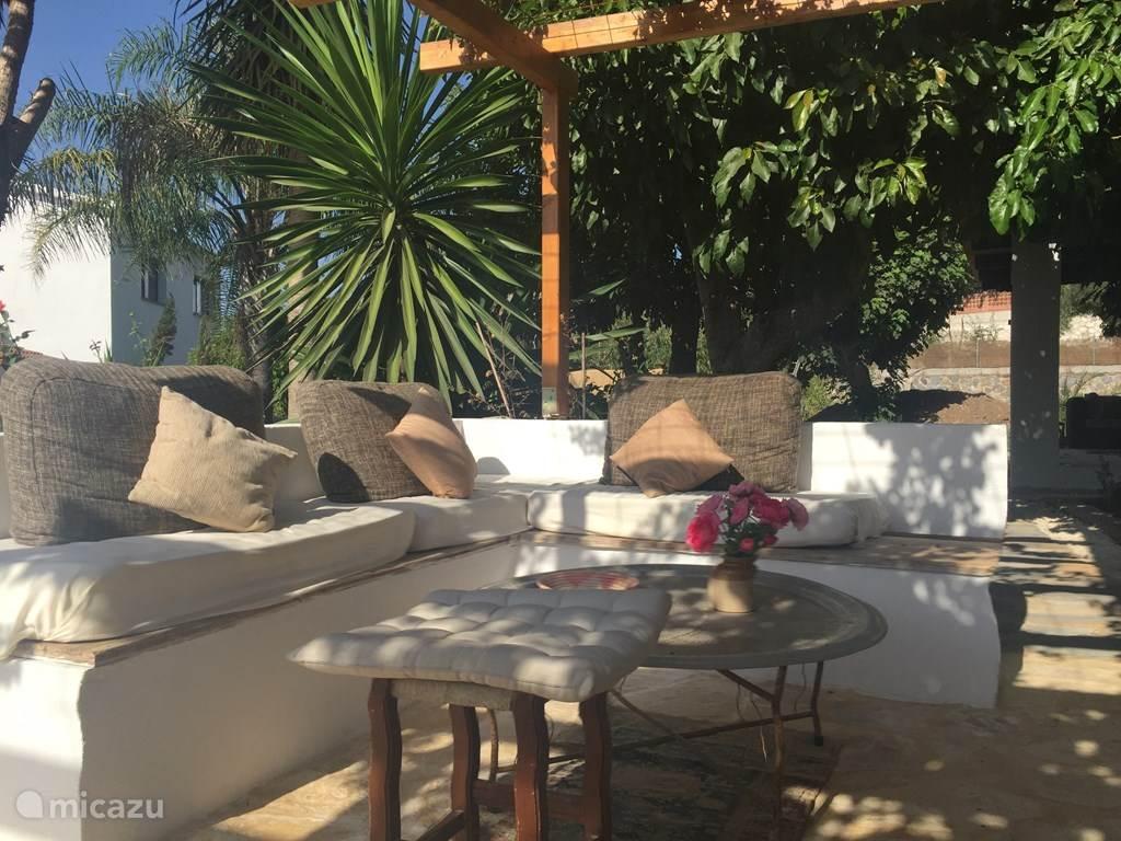 Het prive terras van Casa Luna, heerlijk om even te ontspannen met een boek of voor een siesta.