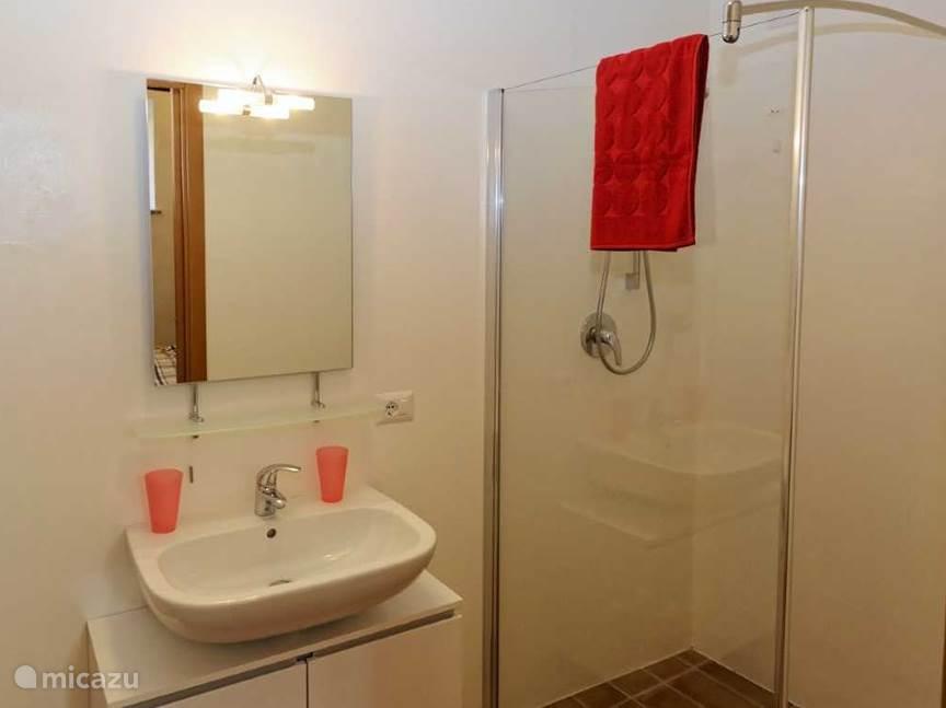 Badkamer appartement Rosso