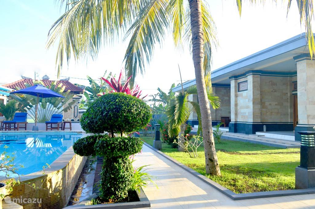 Bungalow tuin en zwembad