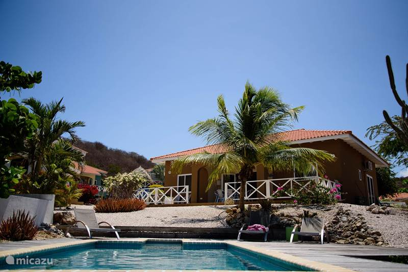Vacation rental Curaçao, Banda Abou (West), Fontein Bungalow Bungalow with pool+jacuzzi Trupiaal