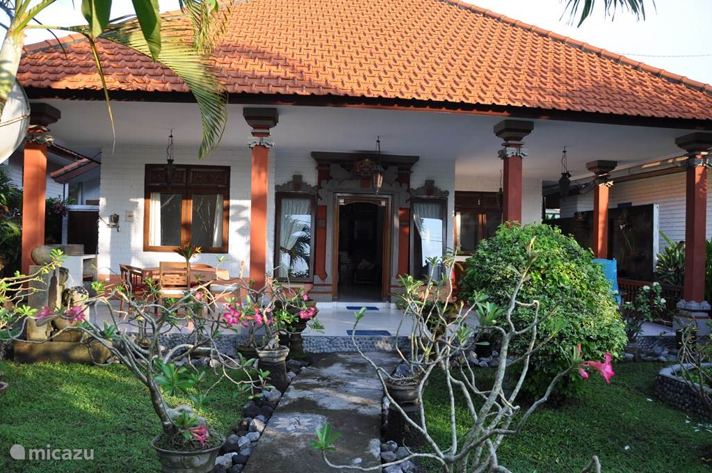 Vacation rental Indonesia – bungalow Rumah Syan