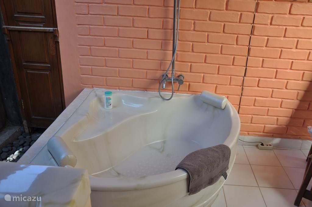 bad in buiten badkamer