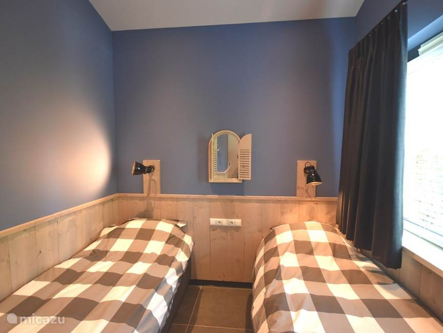 3e slaapkamer met boxspring bedden.