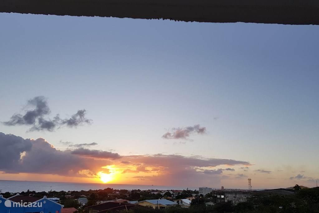 Het terras heeft werkelijk en adembenemend uitzicht over de Caribische zee.