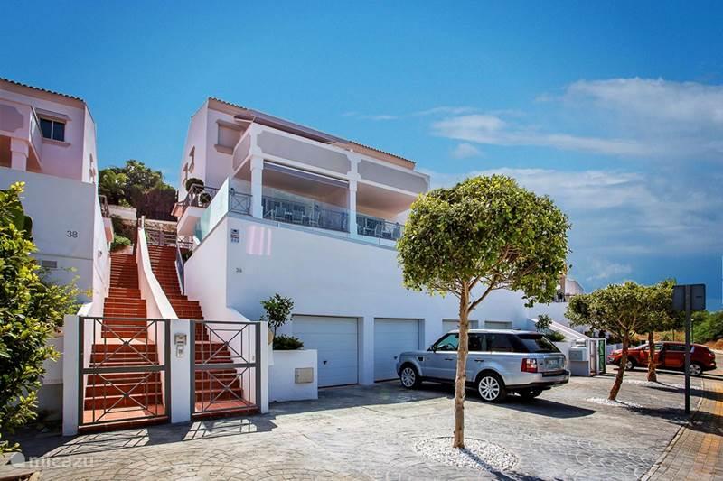 appartement luxus wohnung mit privatem pool a in marbella costa del sol spanien mieten micazu. Black Bedroom Furniture Sets. Home Design Ideas