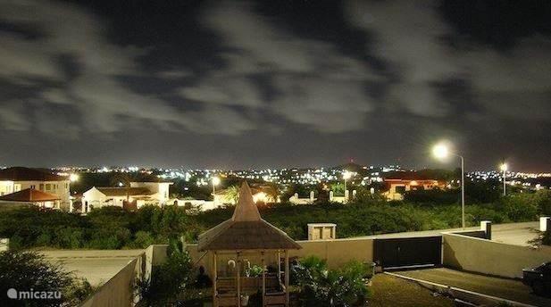 Uitzicht over Willemstad vanaf de westzijde van de porch.