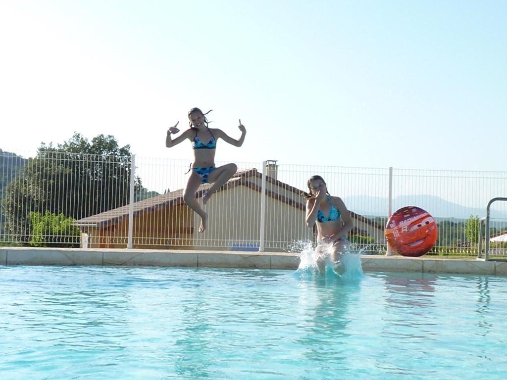 24/8 of 25/8 tot 1/9: Villa 2-8 pers.met groot zwembad op 75 m. Villapark a.d.rivier Ardèche+tennisbn.,speeltn.,tafelt.+WIFI+Ned.tv.  Nu € 950.