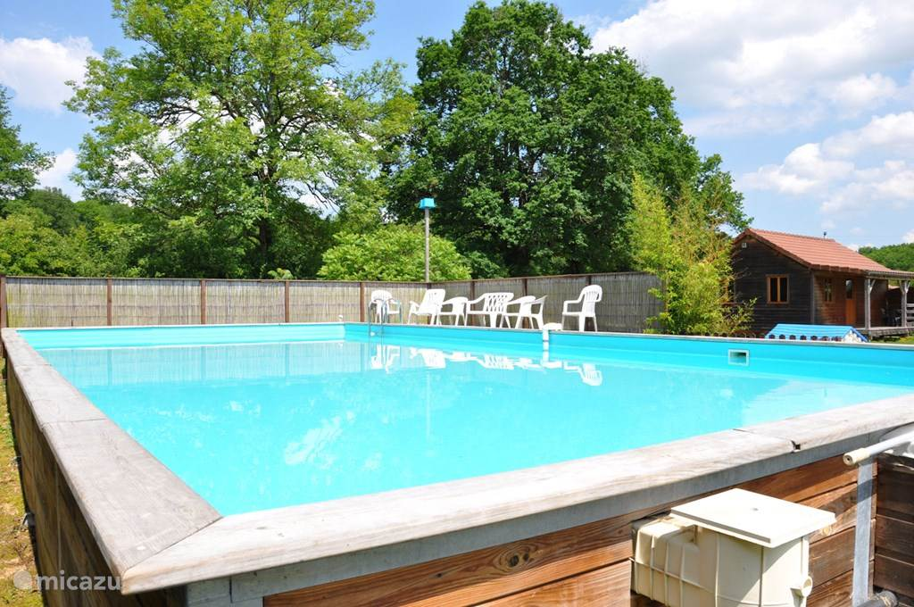 Op ons vakantiepark  is er ook een zwembad van 12 op 6 meter en 1m30 diep voor onze gasten.
