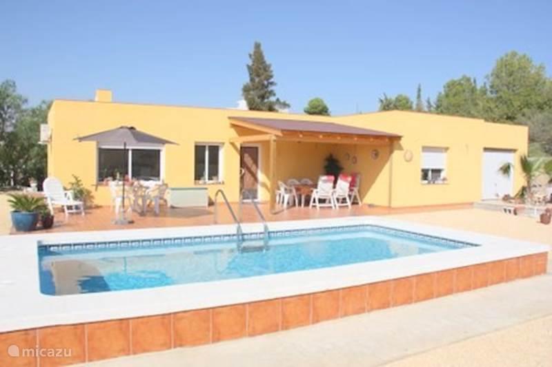 Vakantiehuis Spanje, Costa Blanca, Busot Bungalow De Hut - bungalow met zwembad