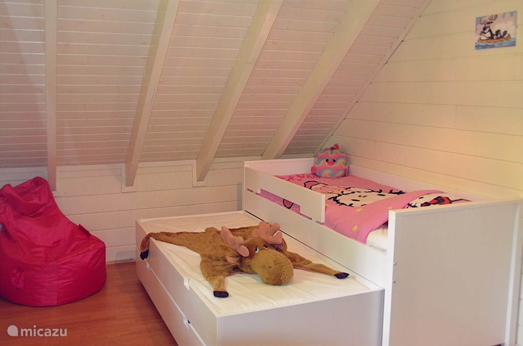 Children's beds (2 times present)