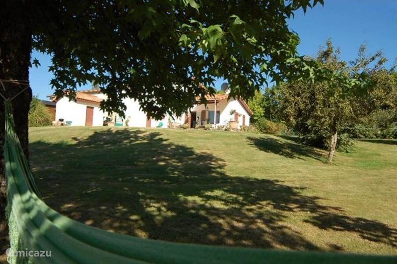 Vacation rental France, Dordogne, Bussière-Badil Holiday house Villa 'Village' (1 - 6 people)