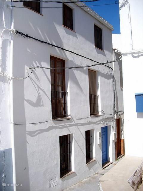 Huis achterkant (straatkant).