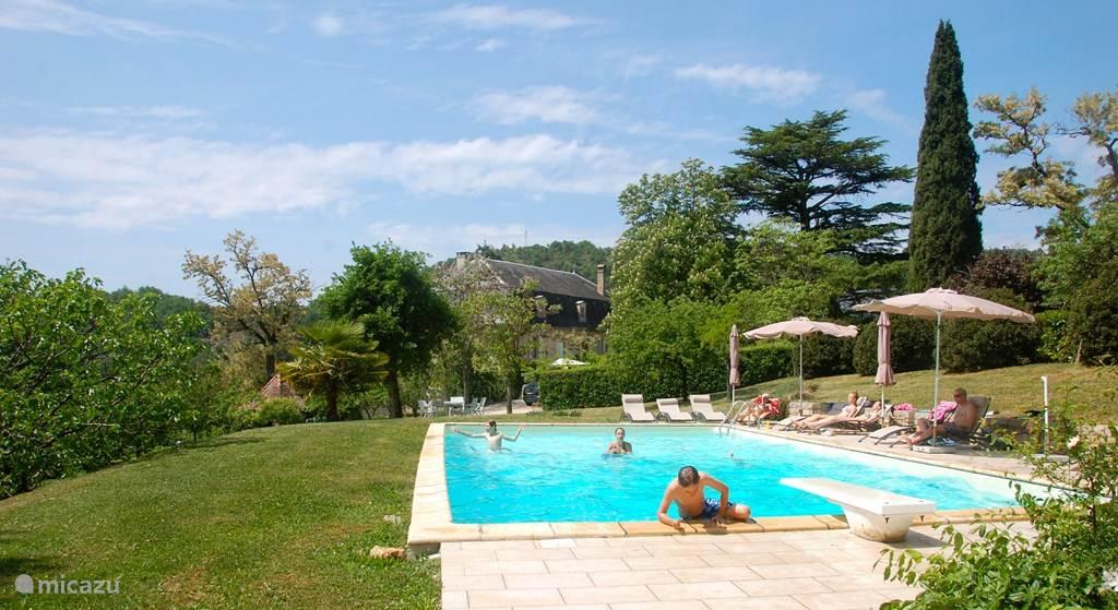 Het zwembad met prachtig uitzicht over de vallei