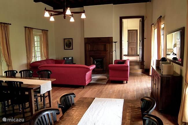 gezellige woonkamer van 10x6m