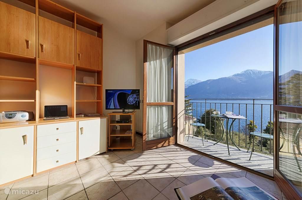 De woonkamer met geweldig uitzicht