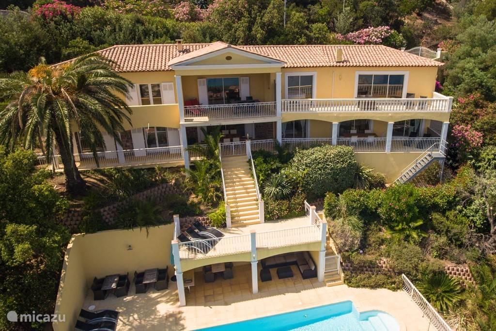 Villa met 4 appartementen