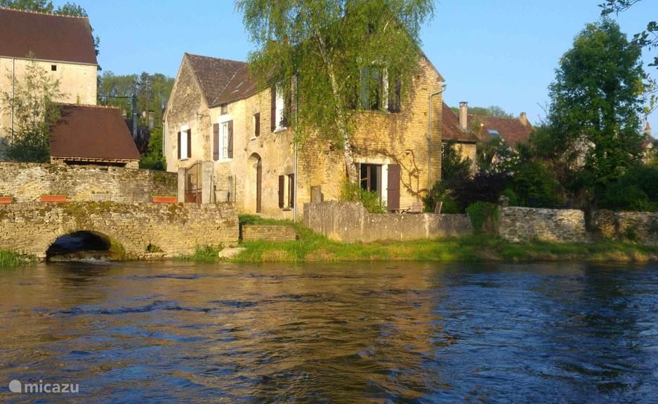 Vakantiehuis Frankrijk, Yonne, Saint-Père-sous-Vézelay vakantiehuis Boerenhuis aan de rivier