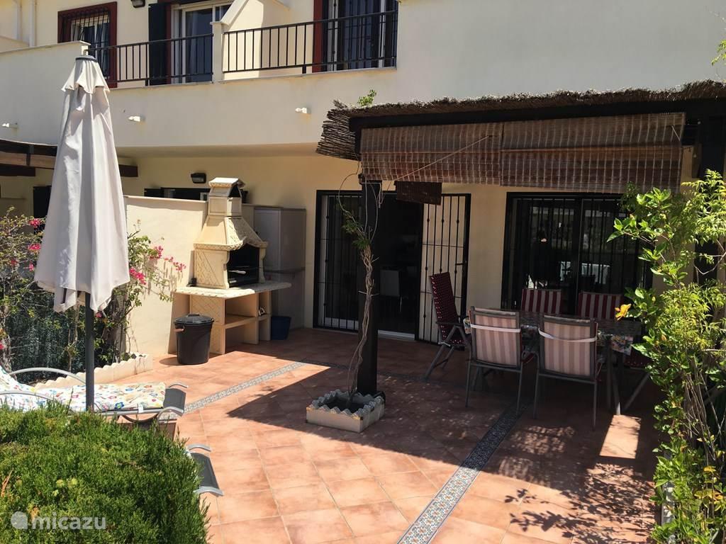 Casa Beers met zonnig terras op het zuiden