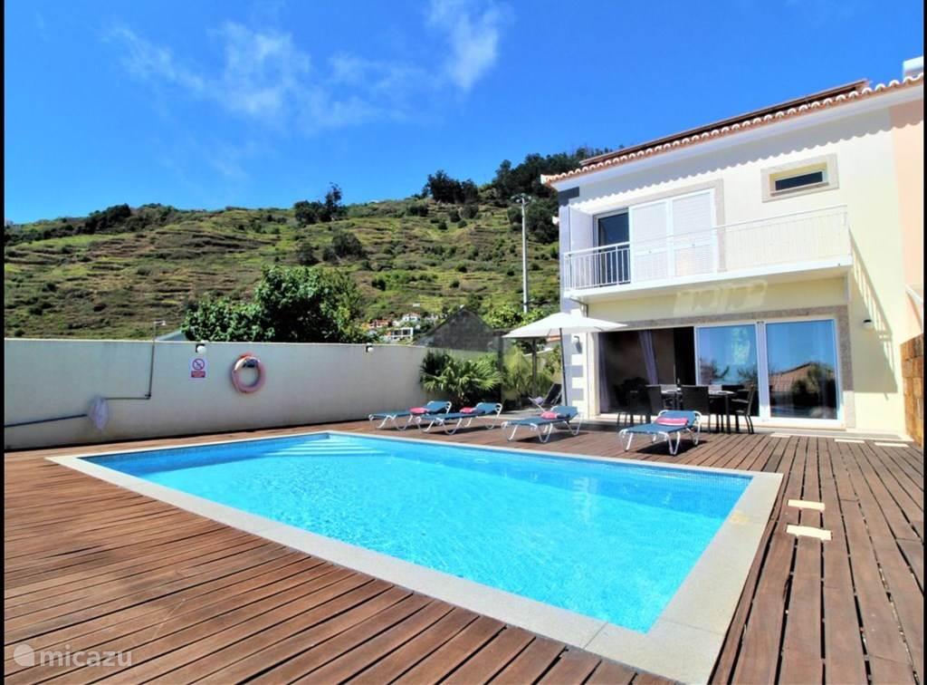 Villa Nazare met een mooi zwembad om heerlijk te genieten van water en zon