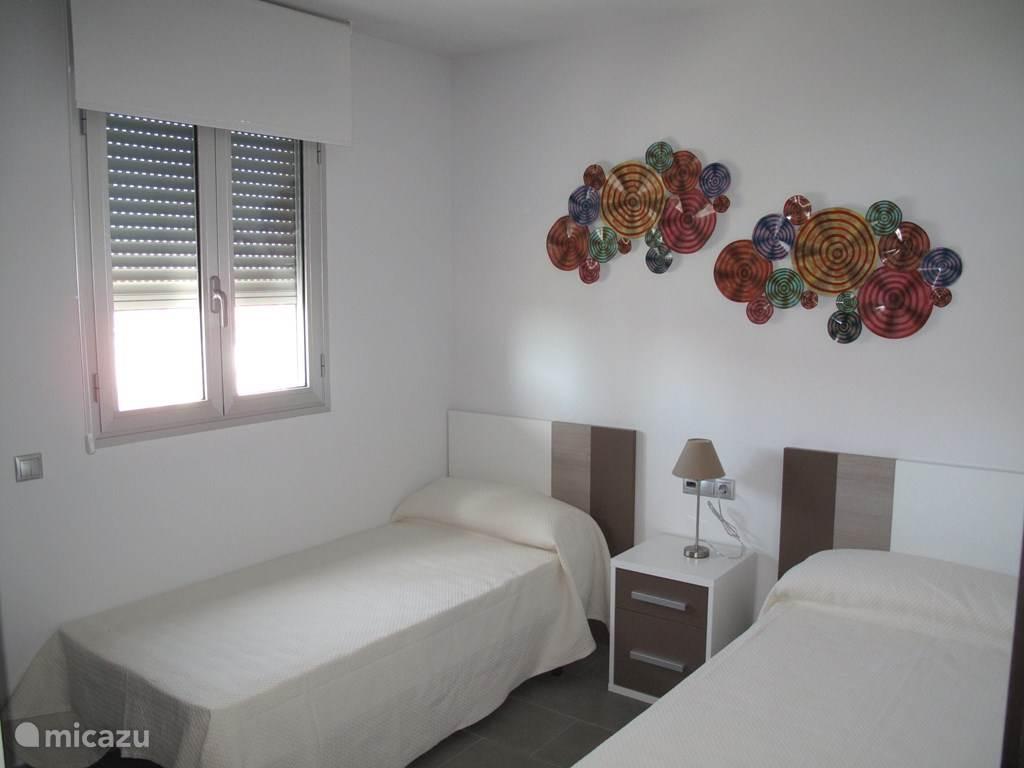 De 2e slaapkamer.