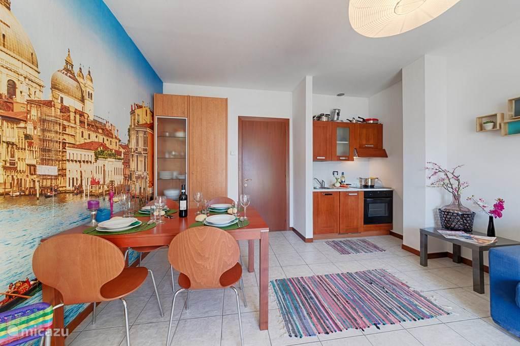 De kleurrijke woonkamer.