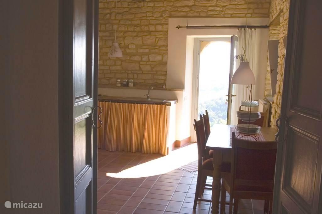 Woonkamer met terras voor de deur en geweldig uitzicht