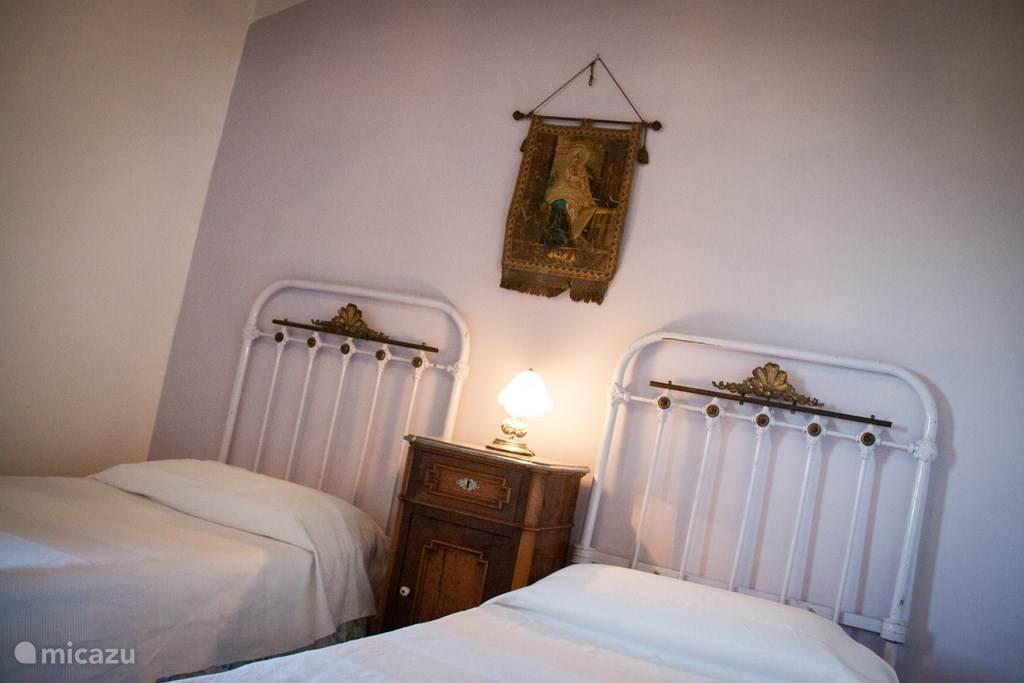 slaapkamer 2 met 2 enkele bedden