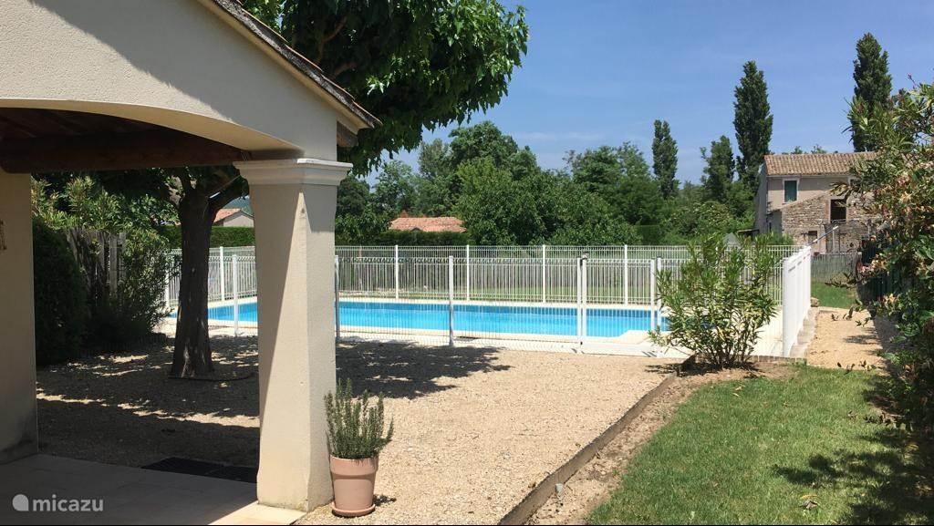 Uitzicht 2e huis zwembad