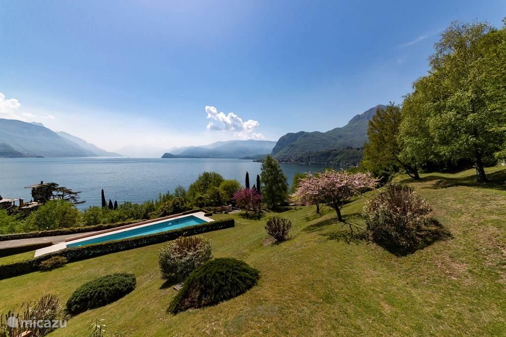 Het prachtige uitzicht op Bellagio, Menaggio en het gemeenschappelijke zwembad.