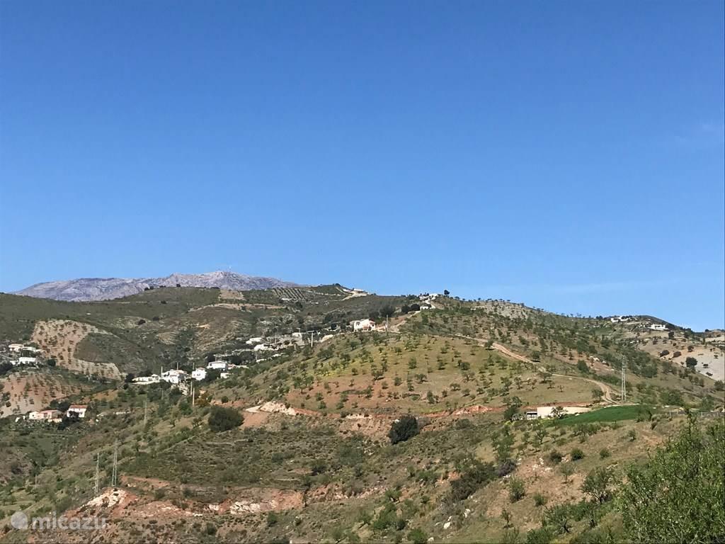 Aan de voet van de Alpujarras en met uitzicht op de Sierra Nevada en de Middellandse zee