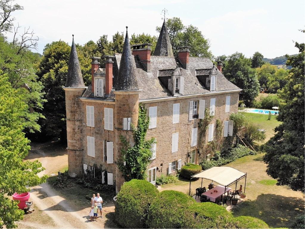 Nu dit prachtige kasteel voor de helft van het geld! Omdat wij dit kasteel pas laat geplaatst hebben kunt u het nu huren voor 2000 euros ipv 4000!