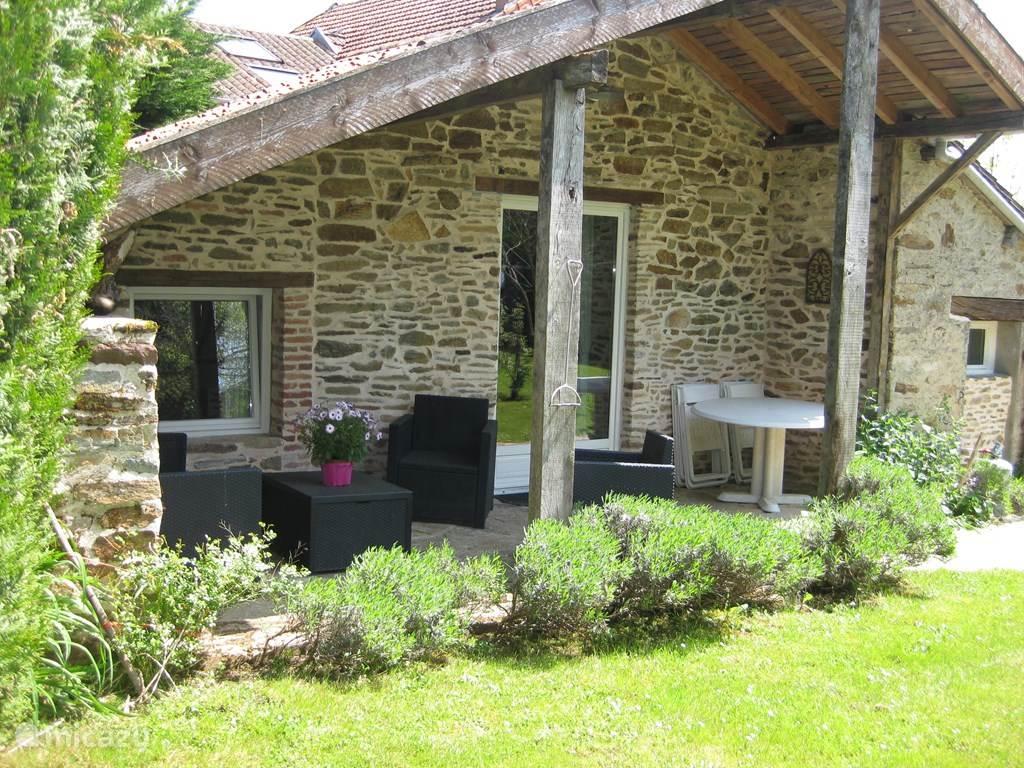 Ons Vakantiehuis, geheel sfeervol gerestaureerd in 2012. Veel privacy en velen gingen u voor met een fantastische vakantie.
