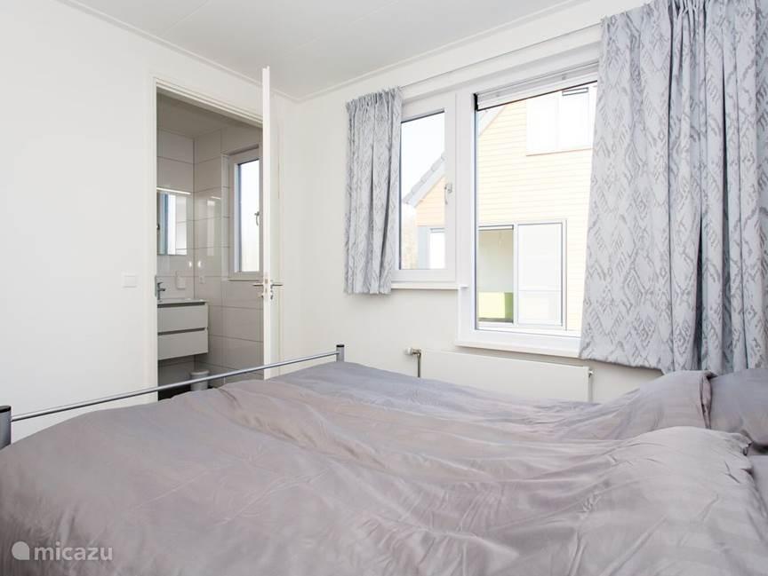 Slaapkamer begaande vloer.