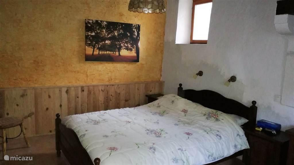 Ouder slaapkamer bed 140x200.