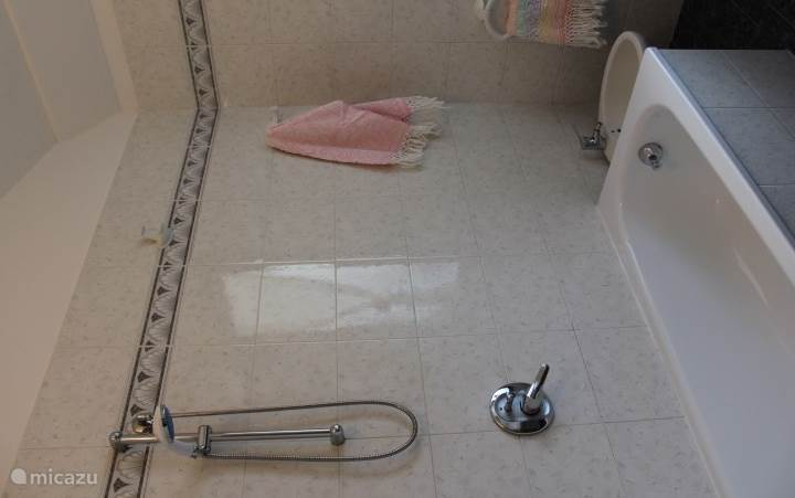 De nette badkamer