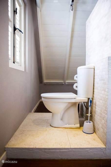 Het toilet.