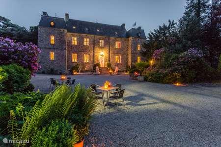 Vakantiehuis Frankrijk, Manche – landhuis / kasteel Salon met tuinkamer & buitenkeuken