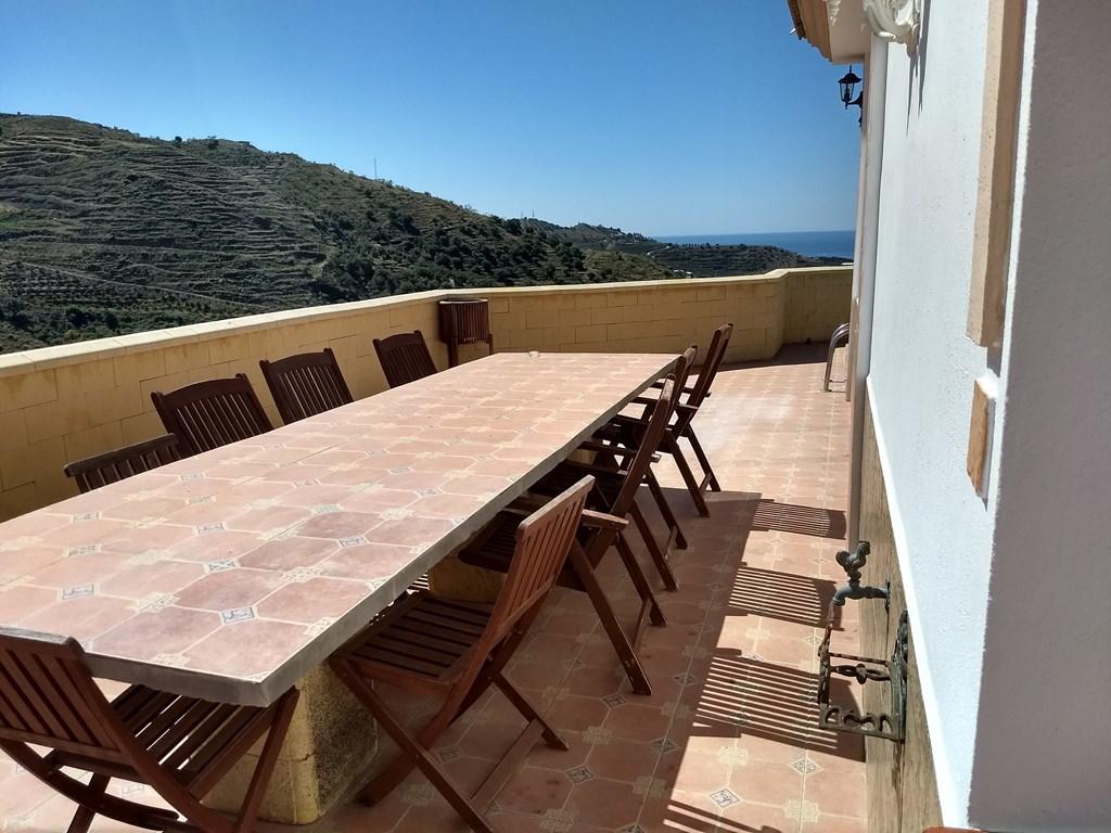 BUITENKANS: Aanbieding + Introductiekorting= 45% tot 22 juli.  Prachtige grote Villa op mooie locatie met zee- en bergzicht. Beste Klimaat van Europa